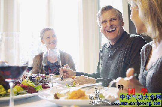 吃饭都有哪些风水禁忌习俗_吃饭-忌讳-饭后-筷子-